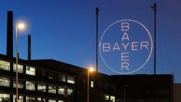 Deux fonds de pension attaque Bayer